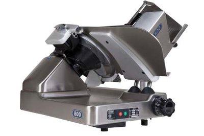 Deko Holland 800S EX BTW €3945,00 Schuinsnijmachine • Snijdt van flinterdun tot plakken van 32 mm • Het product wordt tegen het mes geduwd